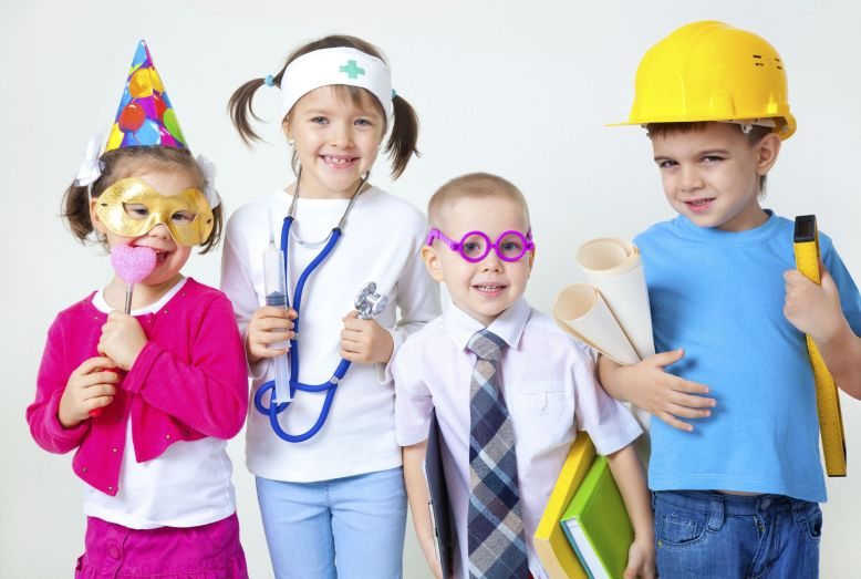 kids-playing-in-professions-bWtZgg-clipart_1